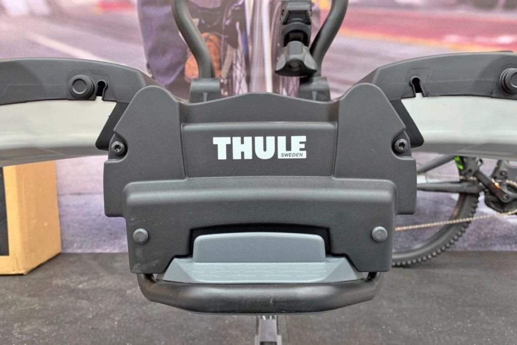 thule easyfold xt 2 license plate holder tilting button 1200x800 c default